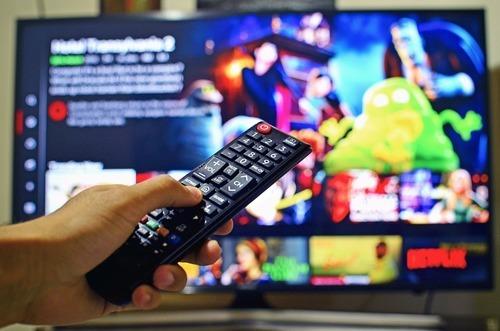 Kolla på tv och film